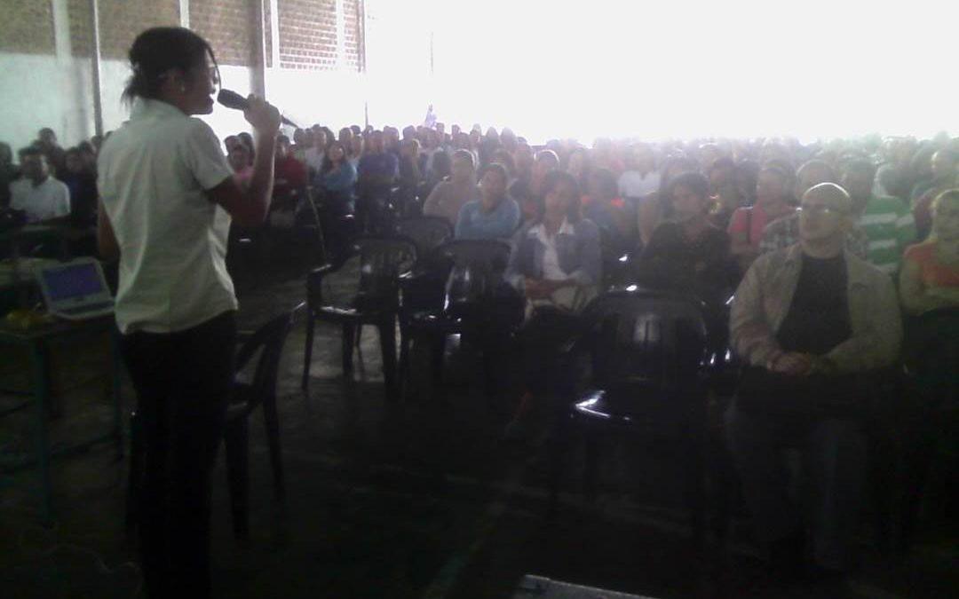 """Idenna impartió taller de Responsabilidad de Crianza  a más de 300 representantes del Colegio """"Padre Díaz"""" de Duaca"""