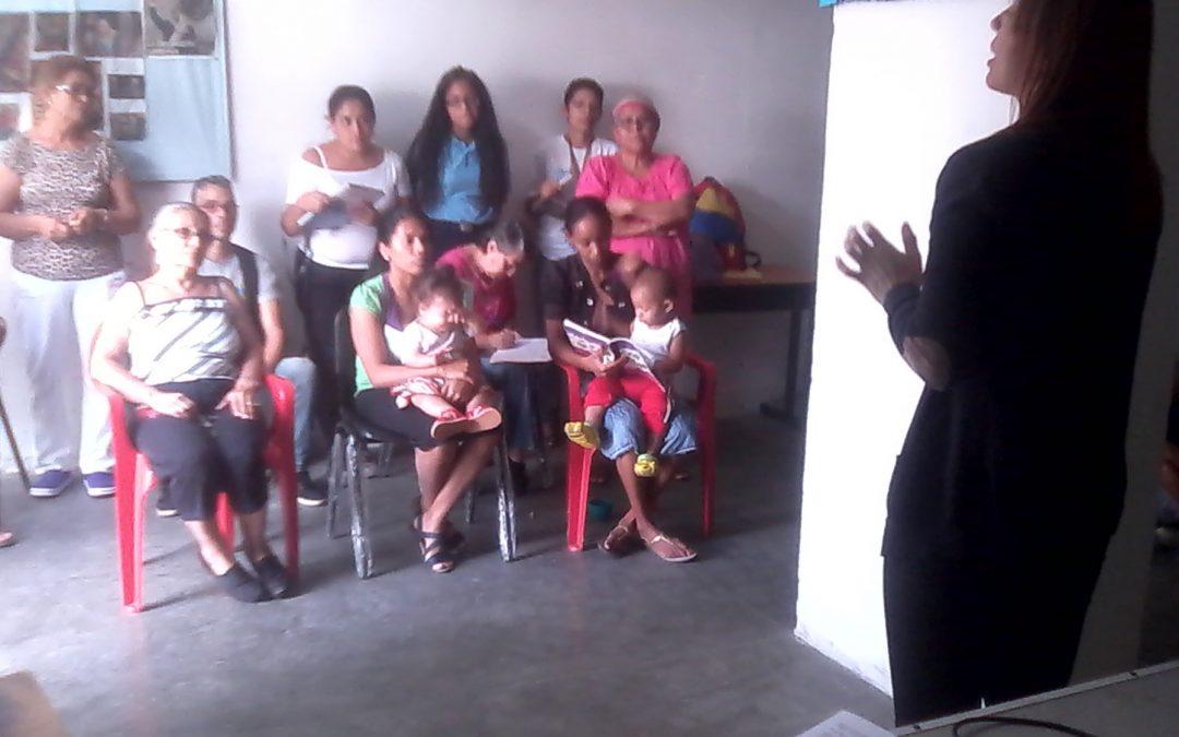 """Idenna  impartió taller sobre """"Rol de la Familia"""" en urbanismos de Distrito Capital"""