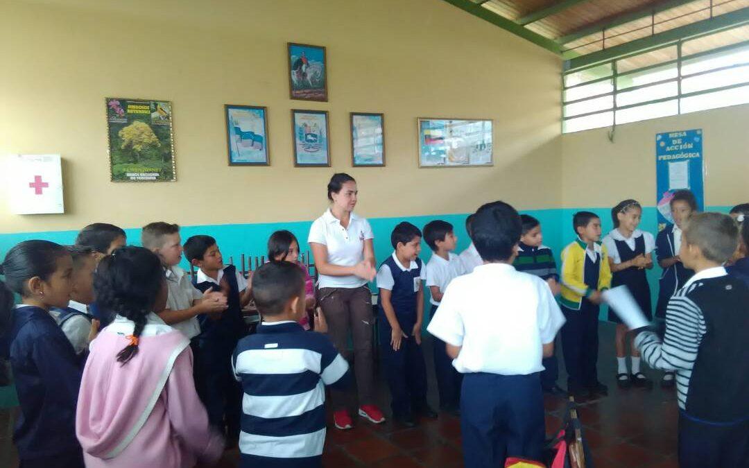 """Niños de Escuela Bolivariana """"La Puente"""" recibieron charla sobre el Buen Trato"""