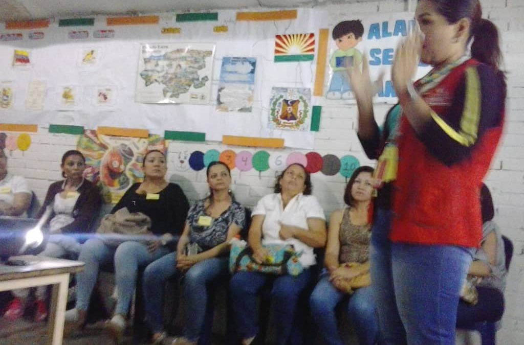 """Idenna dictó taller """"Escuelas para Familias"""" en Lara"""