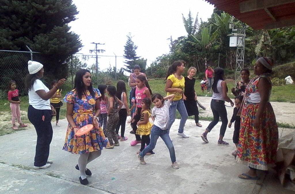 """Idenna llevó alegría a través de la recreación a NNA del sector """"Los Inciensos"""" en Vargas"""
