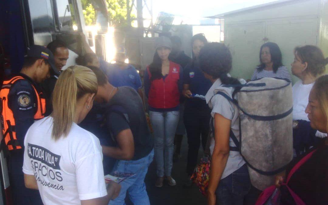 """Idenna llevó  campaña """"!Alto! A los Fuegos Artificiales"""" al terminal de pasajeros en Maracay"""