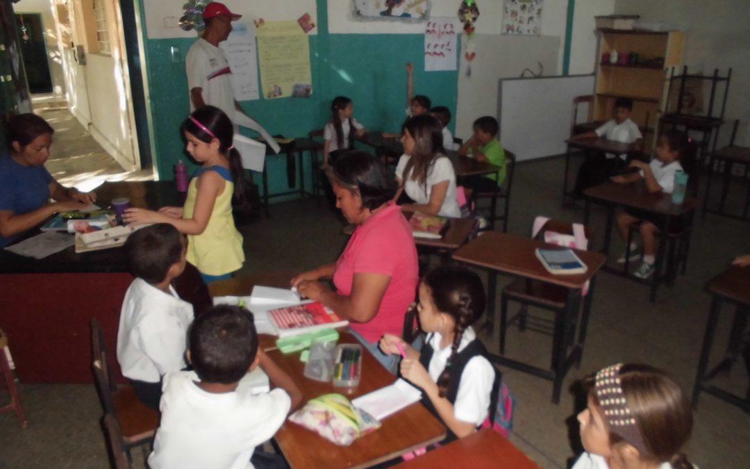 """Idenna realizó manualidades alusivas a la navidad con niñas y niños de la U. E. N. """"Ciudad Araure"""""""