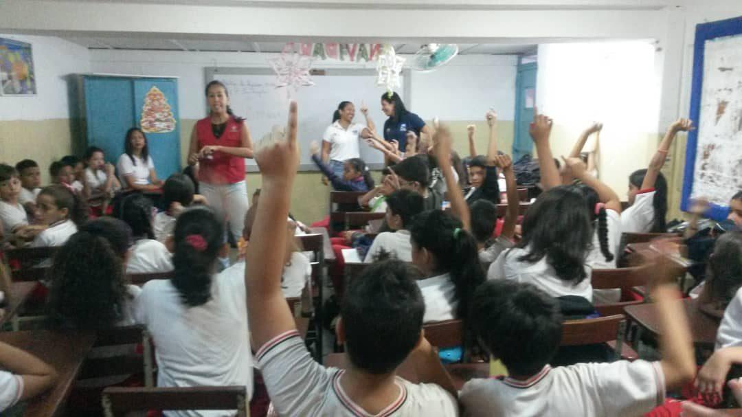 """Idenna realizó conversatorio sobre el Acoso Escolar en la U. E. """"Los Ángeles"""" de Aragua"""