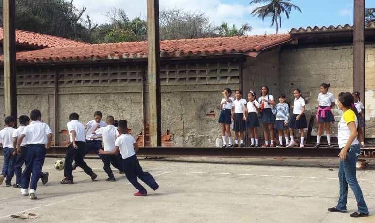 """Idenna realizó actividad deportiva enmarcada en el """"Regreso a Clases"""" en la E. B. N. """"Naiguatá"""""""