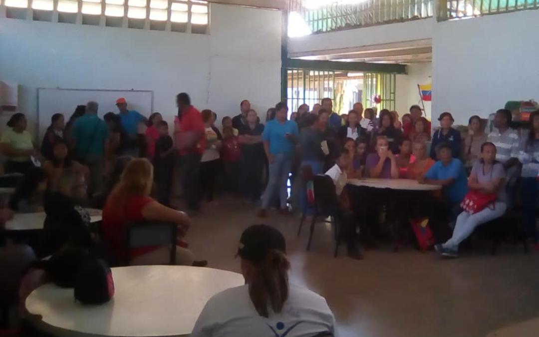 """Idenna impartió """"Escuela para padres"""" en centros educativos de Barquisimeto"""