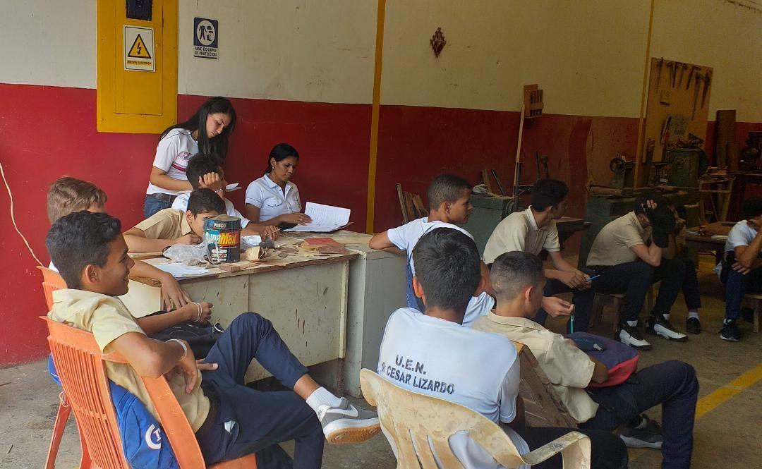 """Idenna realizó seguimiento a estudiantes del L.N. """"Dr. Cesar Lizardo"""" durante curso en el INCES de Guanare"""