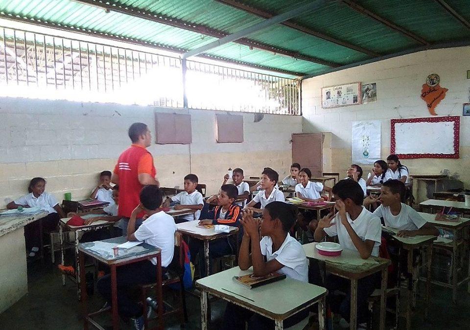 Idenna impartió charla sobre el buen trato a estudiantes en el estado Apure