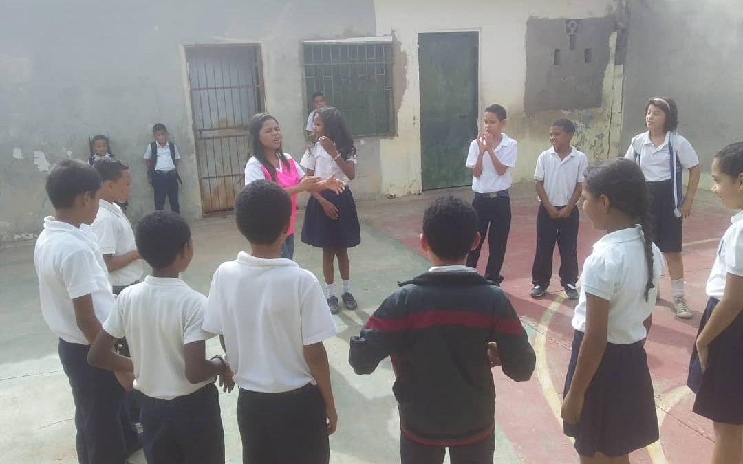"""Idenna realizó actividades recreacionales a los niños y niñas de la E.B. """"Lucas Adames"""" en el estado Falcón"""