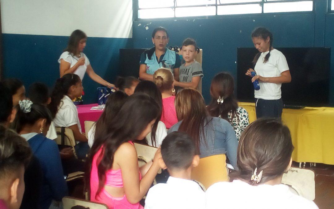 """Idenna acompañó a estudiantes de E.B. """"Lagunillas"""" en su último timbre escolar del estado Táchira"""